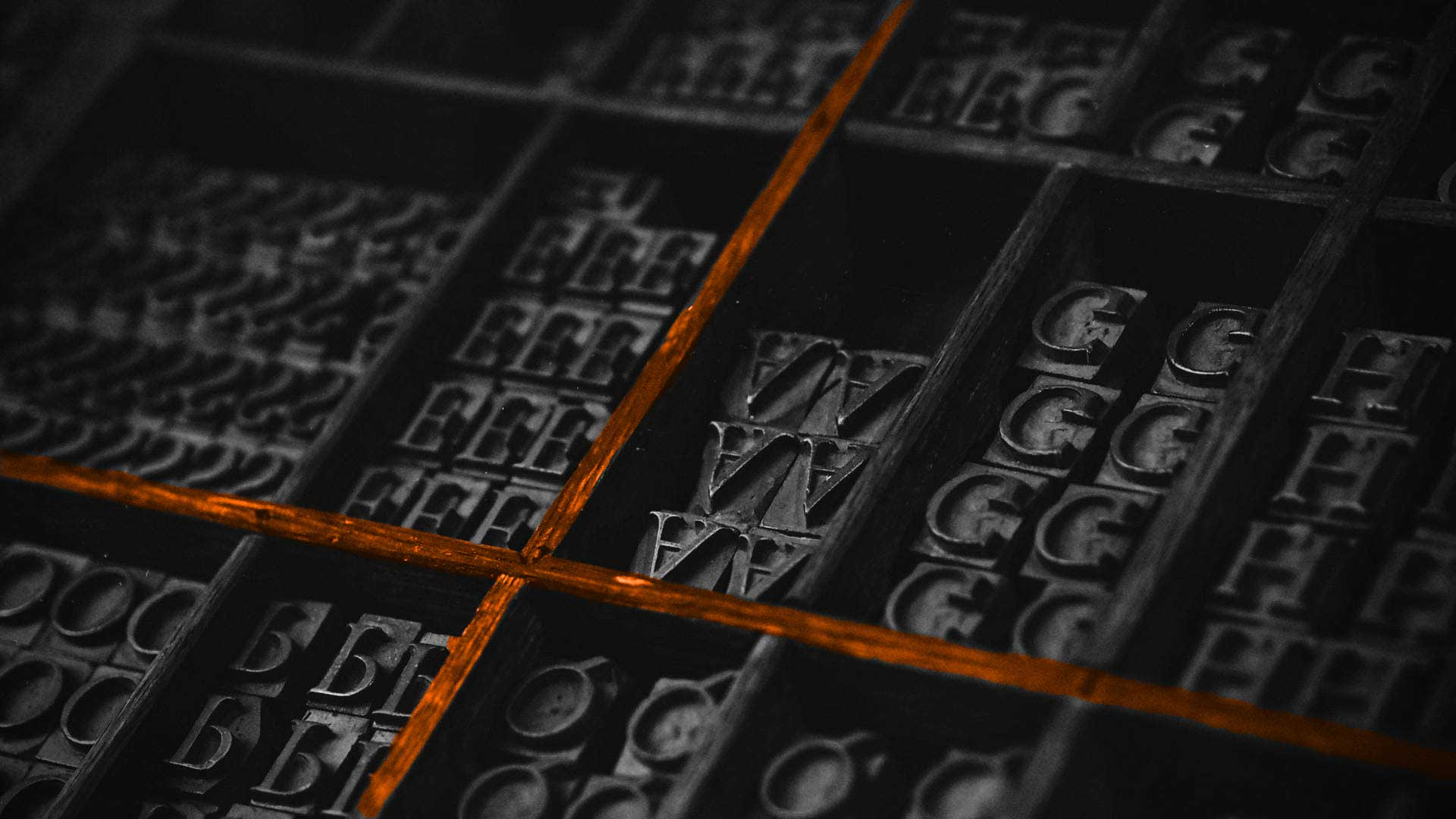 contenitore-lettere-arancione-servizi-mercomm-web-agency