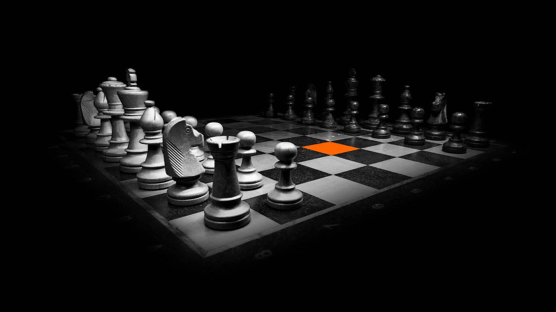scacchiera-quadrato-arancione-servizi-mercomm-agenzia-comunicazione